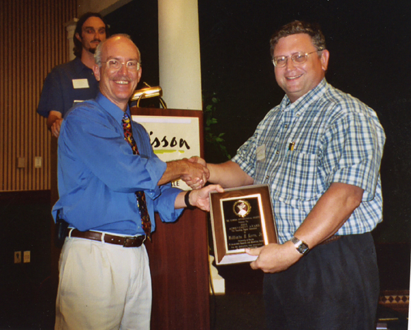 Bill Kern receives FES award for extension Entomology from 2004-05 President, Steve Lapointe